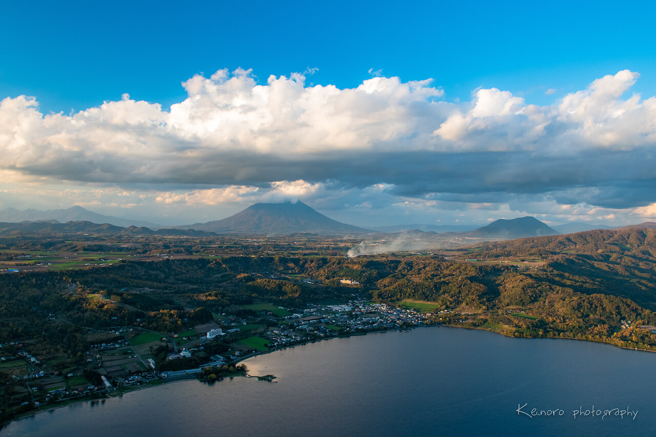 "Noro says that the reason people are content to live near a volcano that erupts every few decades is due to the ""volcanic blessings"" that are to be enjoyed. He says that around Lake Toya, you can feel the richness of living in harmony alongside volcanoes. ©Noro Keiichi"