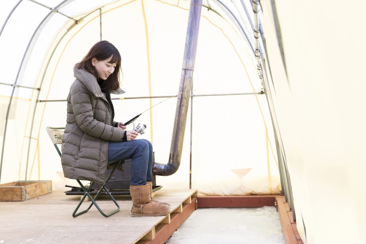 Spend a Leisurely Afternoon Wakasagi Smelt Ice-fishing at Lake Akan