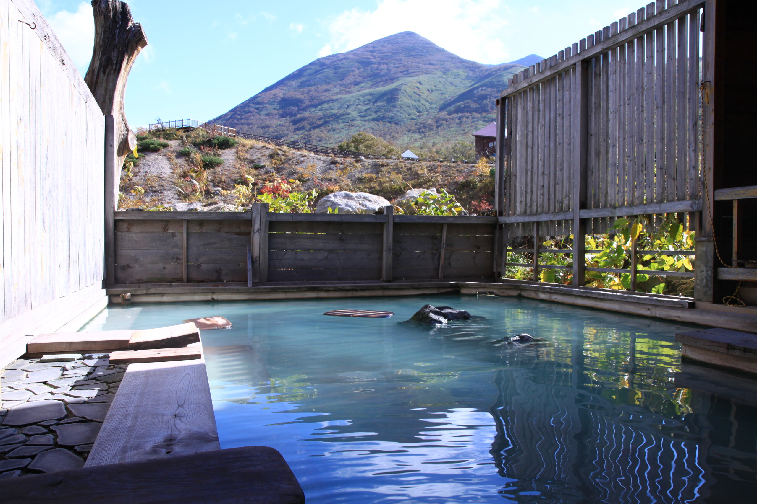 Enjoy an Onsen with Beautiful Springs and Spectacular Views of the Niseko Mountains