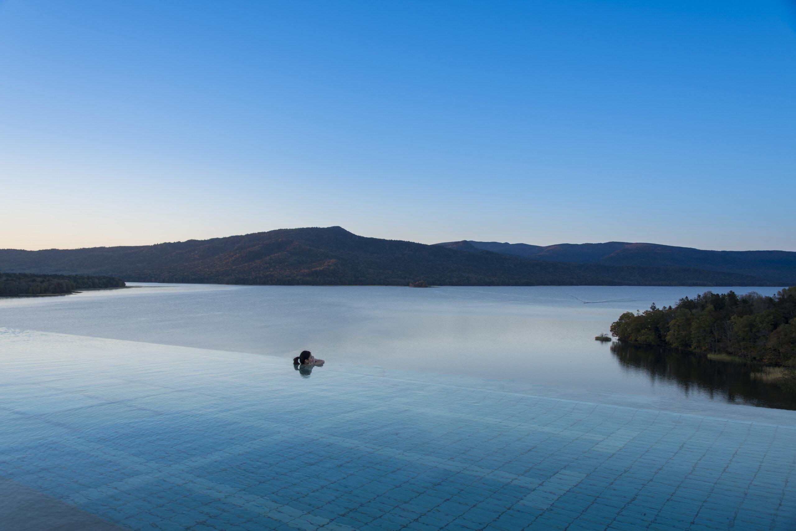 New Akan Hotel: Seasonal Luxury Nearby Nature