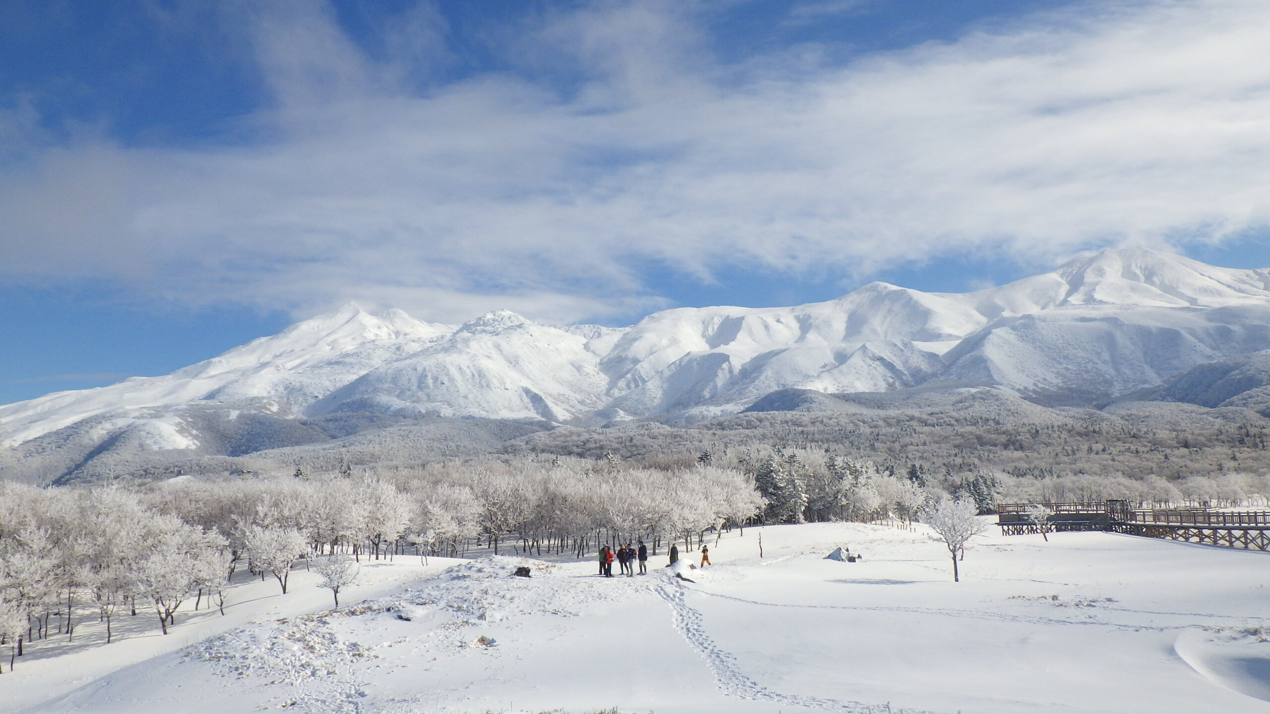 Sightseeing on Snowshoes: A Wintery Stroll on Shiretokogo Lake